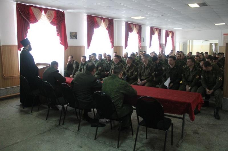 Благочинный Каменск-Шахтинского округа иерей Александр Теличкин провел беседу с военнослужащими