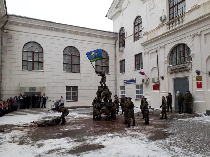 Благочинный Каменск-Шахтинского округа принял участие в торжественной встрече военнослужащих 7-ой гвардейской Краснознаменной орденов Суворова и Кутузова десантно-штурмовой дивизии (горной)