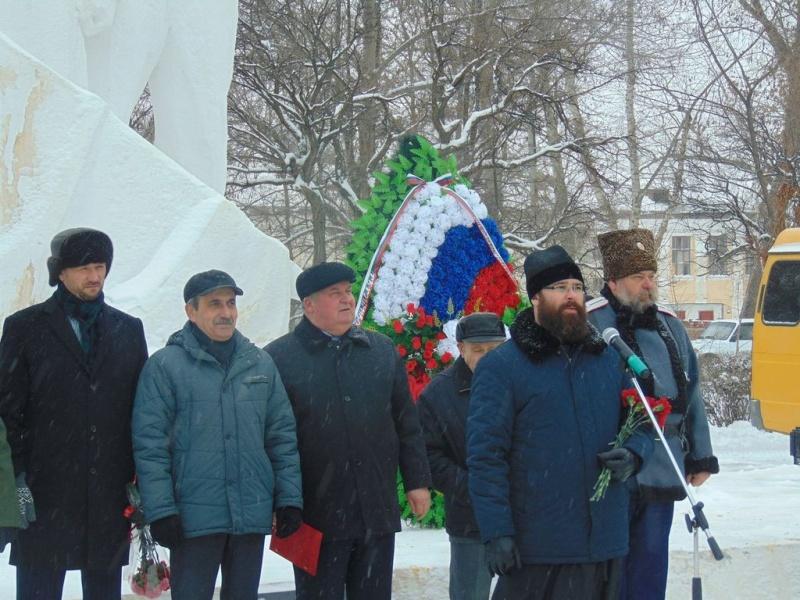 Благочинный Каменск-Шахтинского округа иерей Александр Теличкин принял участие в мероприятии, посвященном 75-ой годовщине освобождения Каменска от немецко-фашистских захватчиков
