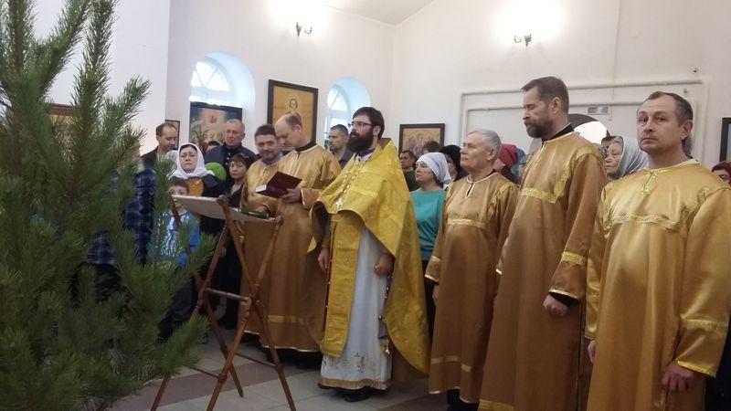 31 декабря 2017 года в канун Нового года в Троицком храме г. Каменск-Шахтинский был совершен Чин молебного пения на новолетие