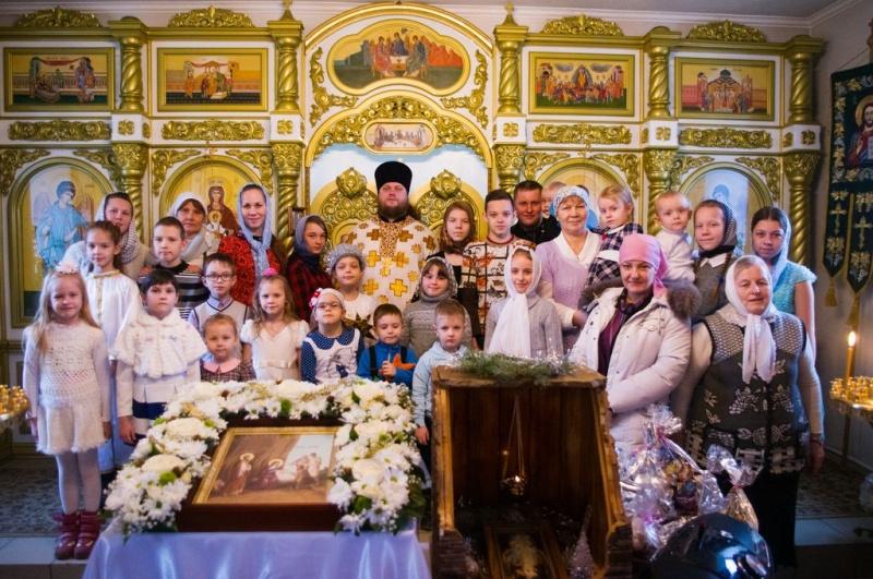 В храме св. Анны Кашинской состоялся детский утренник, посвященный празднику Рождества Христова
