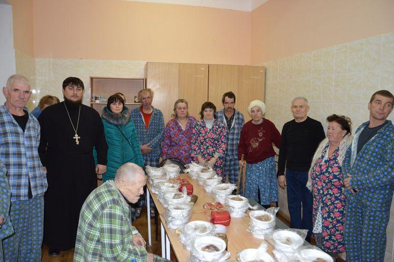 Представители Каменск-Шахтинского благочиния посетили Дом ночного пребывания граждан без места жительства