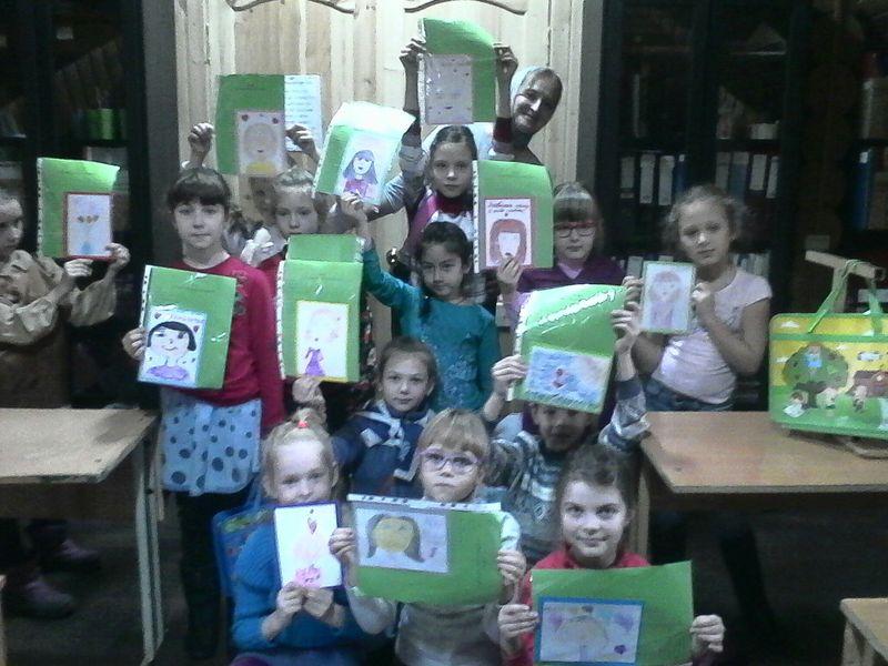 Воспитанники воскресной школы г. Каменск-Шахтинский поздравили мам с Днем матери