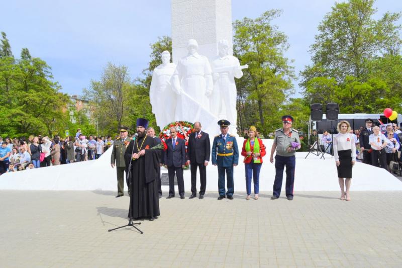 9 мая 2018 года благочинный Каменск-Шахтинского округа иерей Александр Теличкин принял участие в торжественных мероприятиях, посвященных Дню Победы